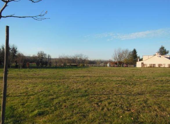 Photo du terrain à bâtir de 2000 m² <br><span>VOUNEUIL-SUR-VIENNE(86)