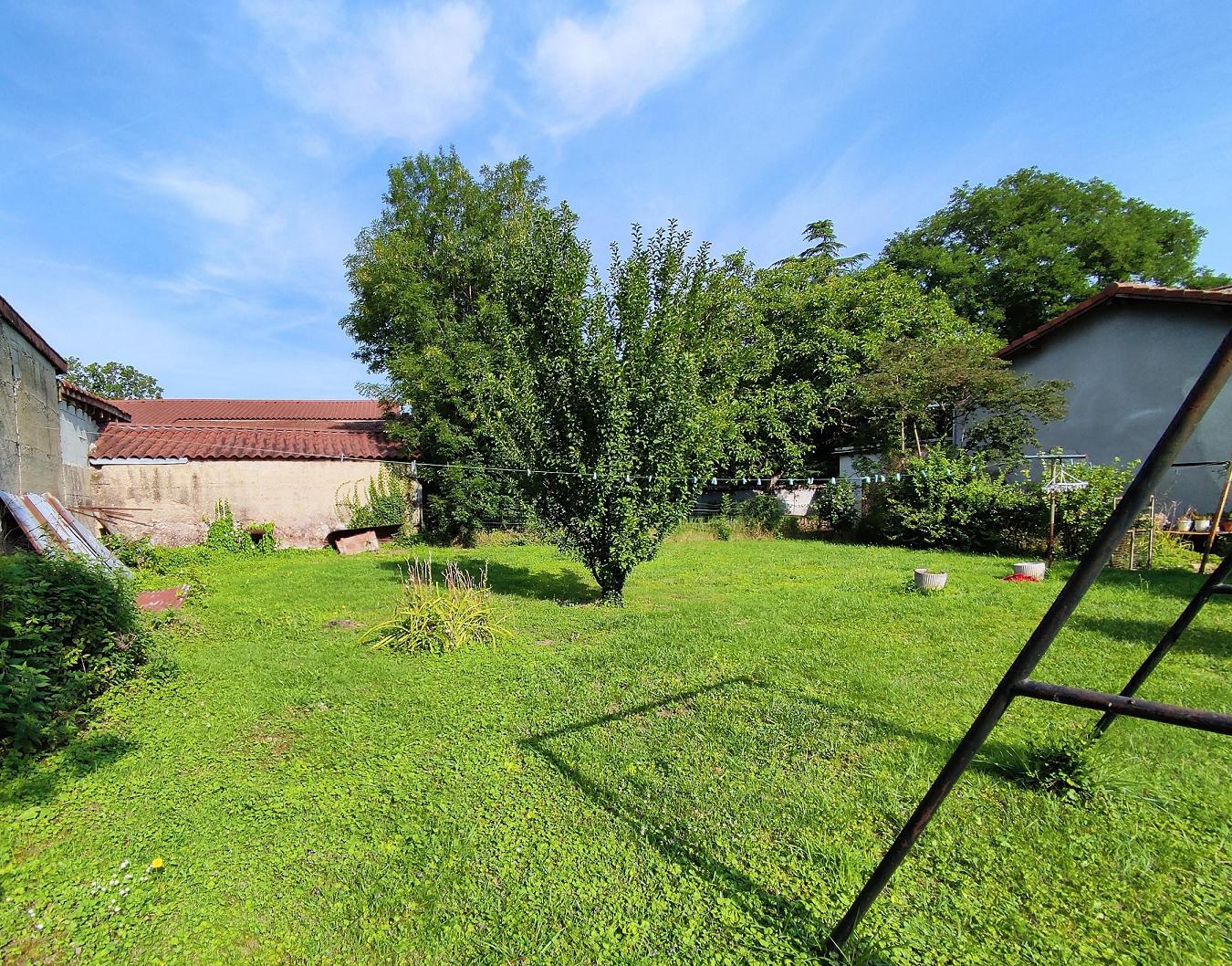 Terrain à bâtir de 441 m² à SAINT-PRIEST (69) 1