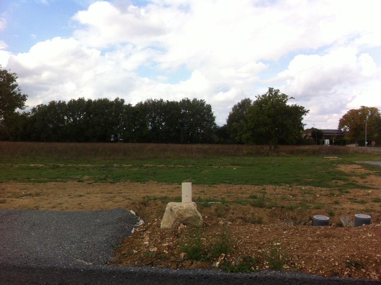 Photo du terrain à bâtir de 480 m² <br><span>SAVIGNY-LEVESCAULT(86)