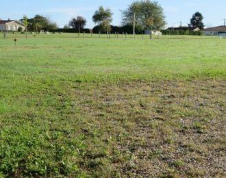 Photo du terrain à bâtir de 1049 m² <br><span>SAINT-ANGEAU(16)