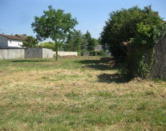 Photo du terrain à bâtir de 320 m² <br><span>SAINT-BENOIT(86)