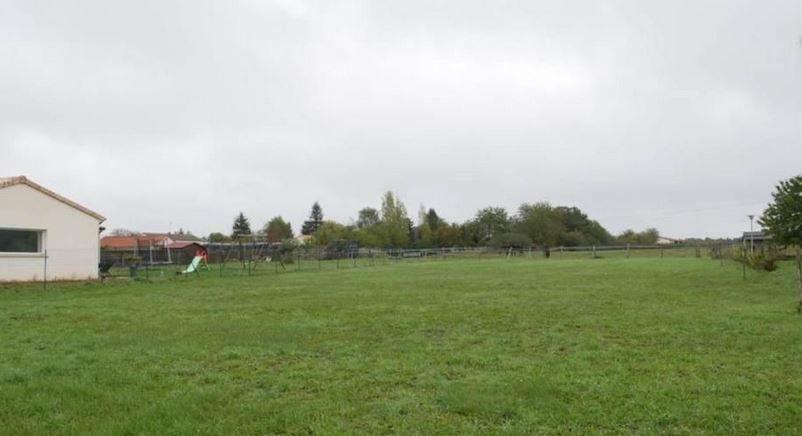 Photo du terrain à bâtir de 1500 m² <br><span>SAINT-GEORGES-LES-BAILLARGEAUX(86)