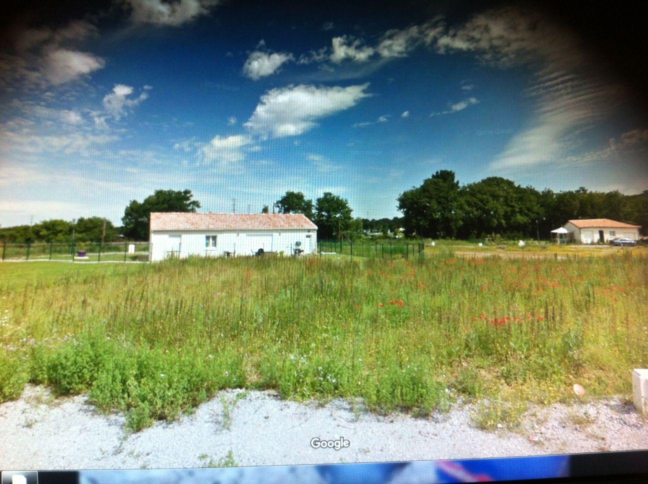 Photo du terrain à bâtir de 533 m² <br><span>CROUTELLE(86)