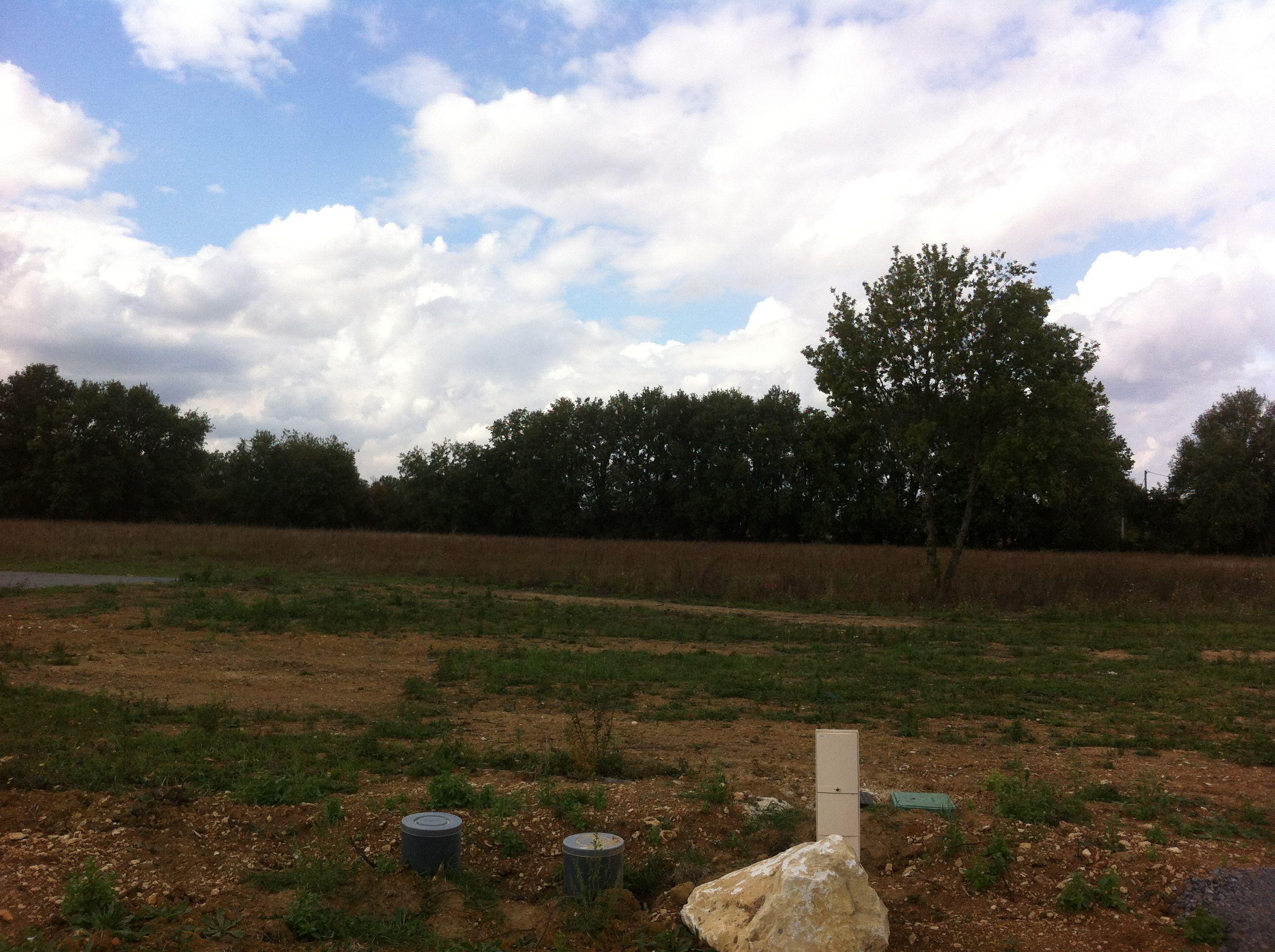 Photo du terrain à bâtir de 663 m² <br><span>SAVIGNY-LEVESCAULT(86)