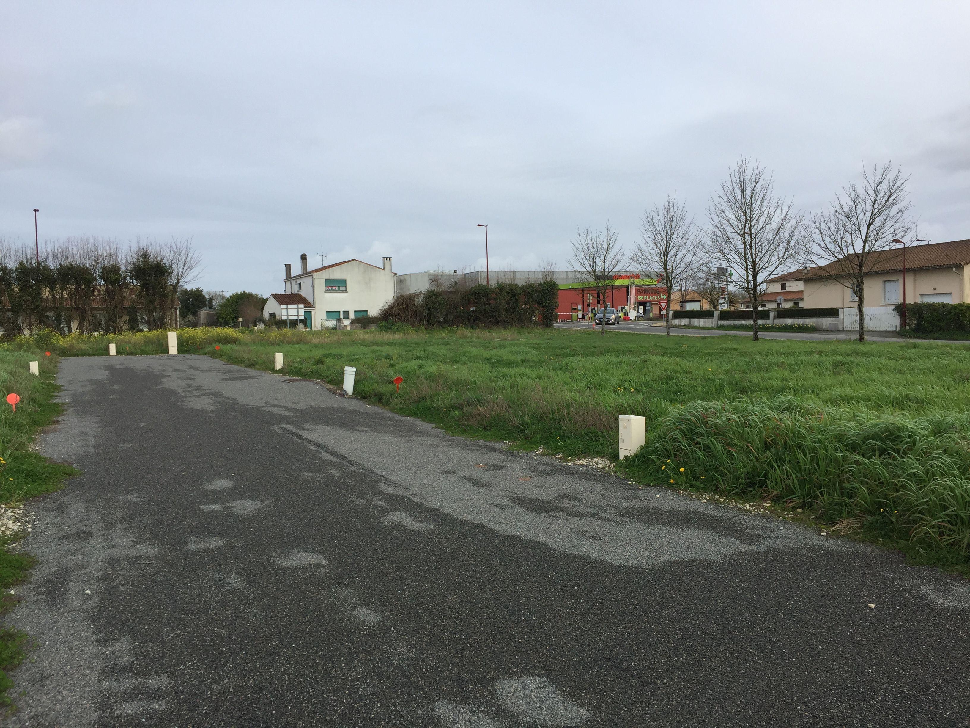 Photo du terrain à bâtir de 454 m² <br><span>BEAUVOIR-SUR-NIORT(79)