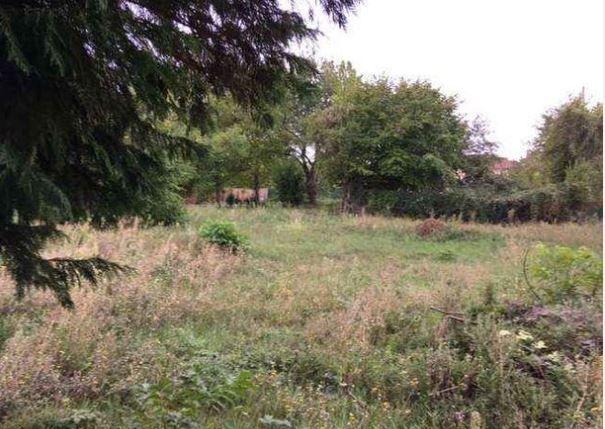 Photo du terrain à bâtir de 1206 m² <br><span>OYRE(86)