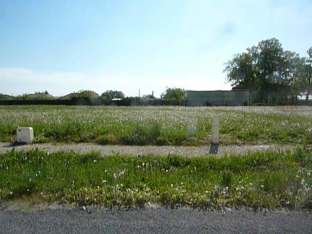 Photo du terrain à bâtir de 526 m² <br><span>SAINT-GENEST-D'AMBIERE(86)