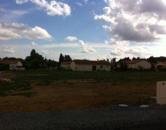 Photo du terrain à bâtir de 676 m² <br><span>SAVIGNY-LEVESCAULT(86)