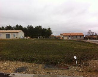 Photo du terrain à bâtir de 615 m² <br><span>YVERSAY(86)