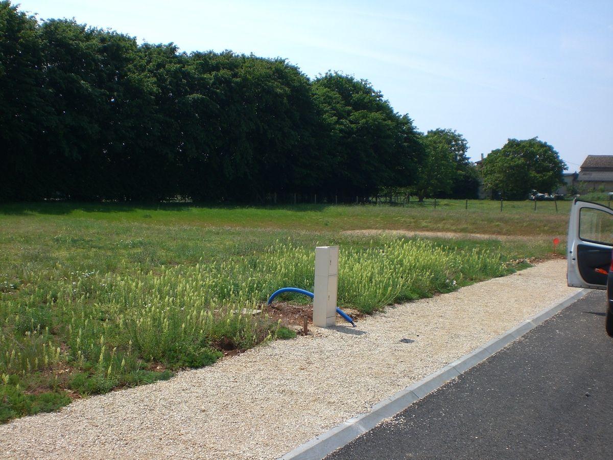 Photo du terrain à bâtir de 592 m² <br><span>NIEUIL-L'ESPOIR(86)