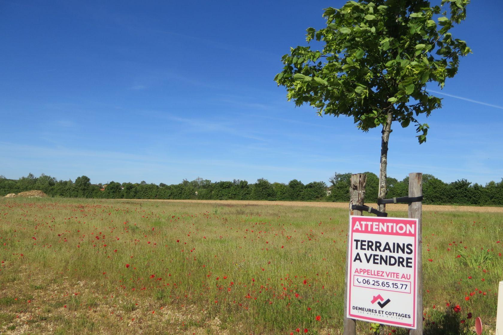 Photo du terrain à bâtir de 675 m² <br><span>TOURRIERS(16)