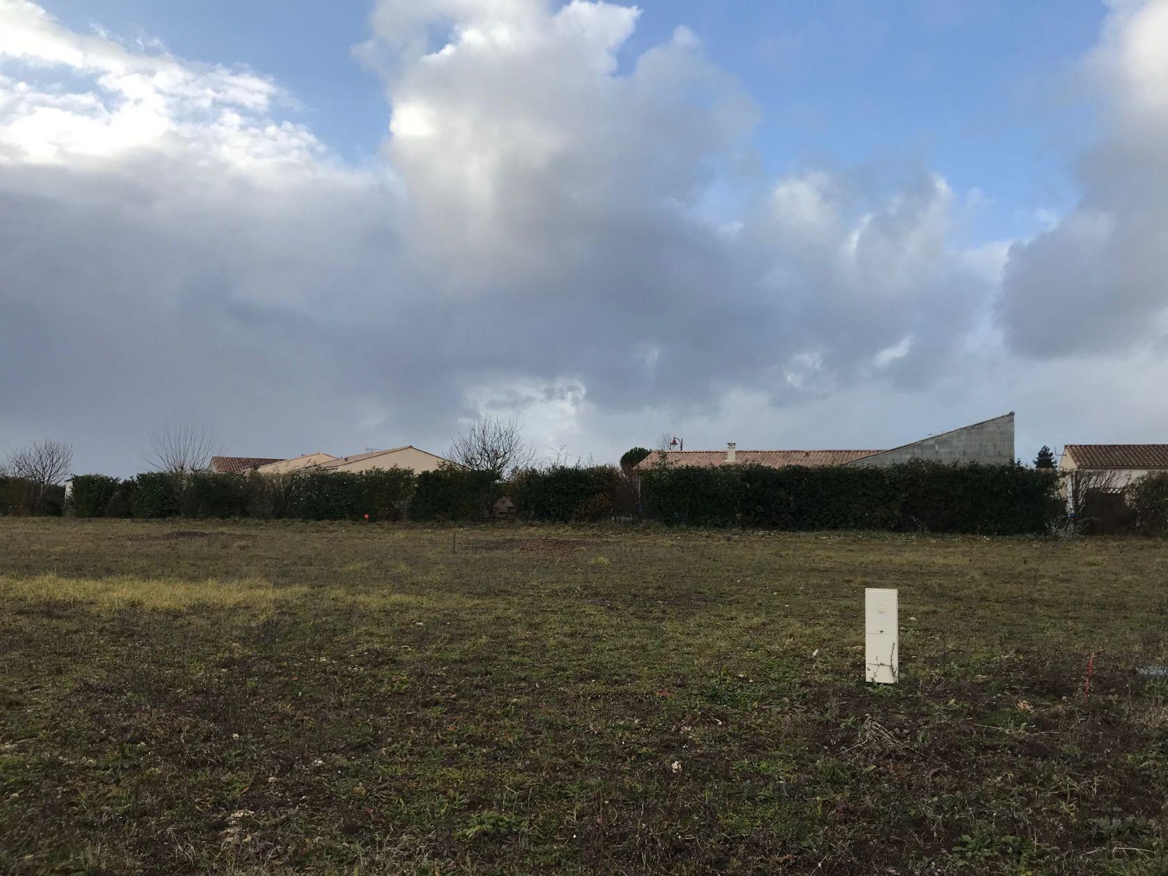 Photo du terrain à bâtir de 660 m² <br><span>SOULIGNONNE(17)