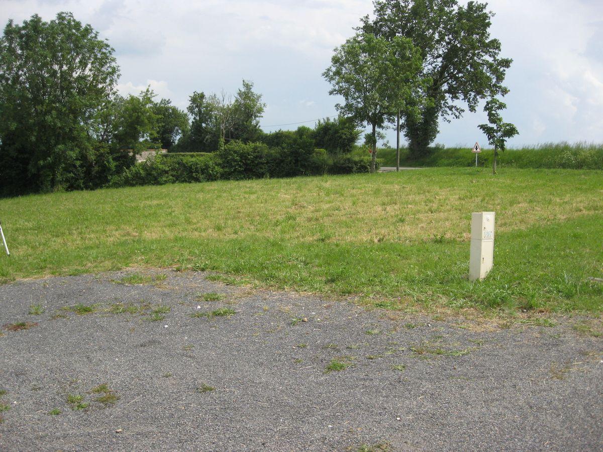 Photo du terrain à bâtir de 646 m² <br><span>INGRANDES(86)