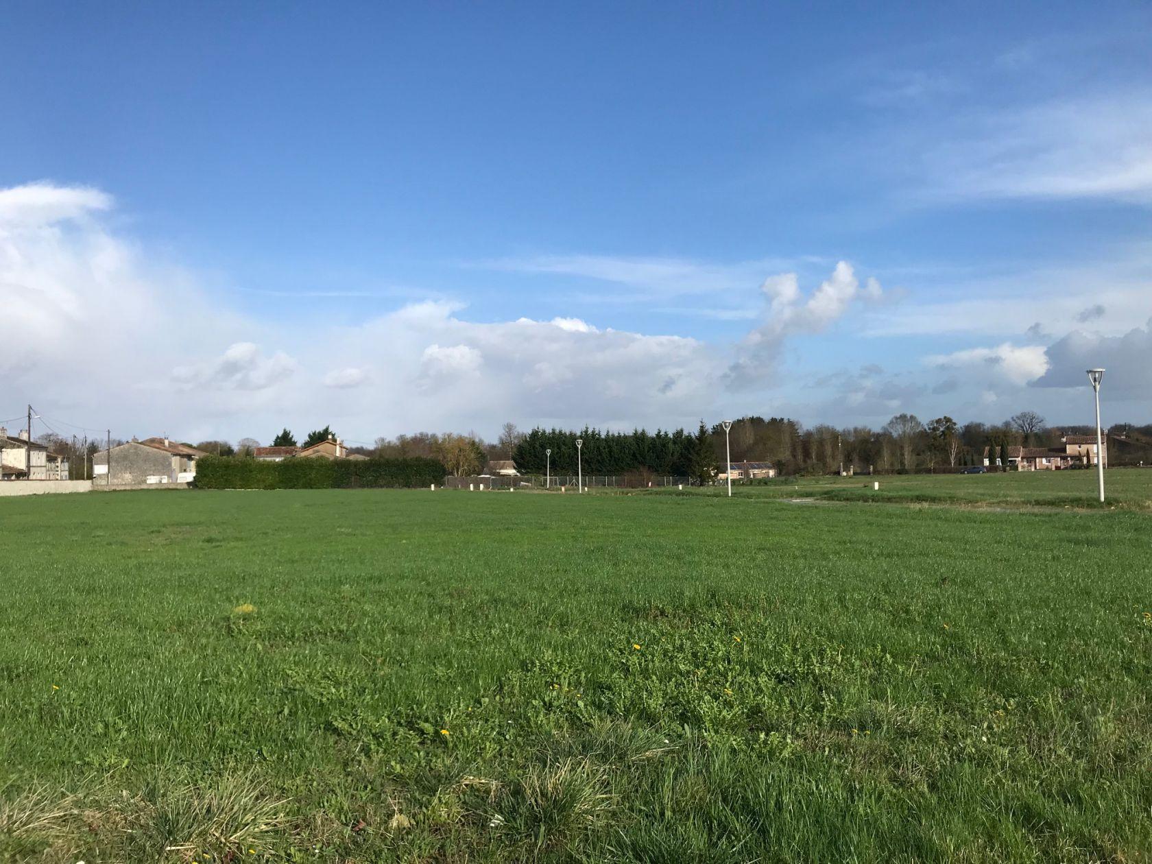 Photo du terrain à bâtir de 645 m² <br><span>ECOYEUX(17)